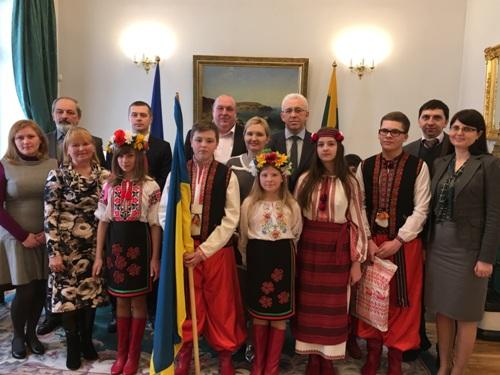 Svečiuose Ukrainos ambasadoje bendra nuotrauka